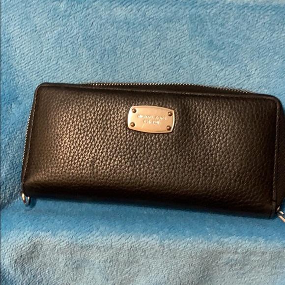 Michael Kors Handbags - Michael Kors Wristlet Wallet